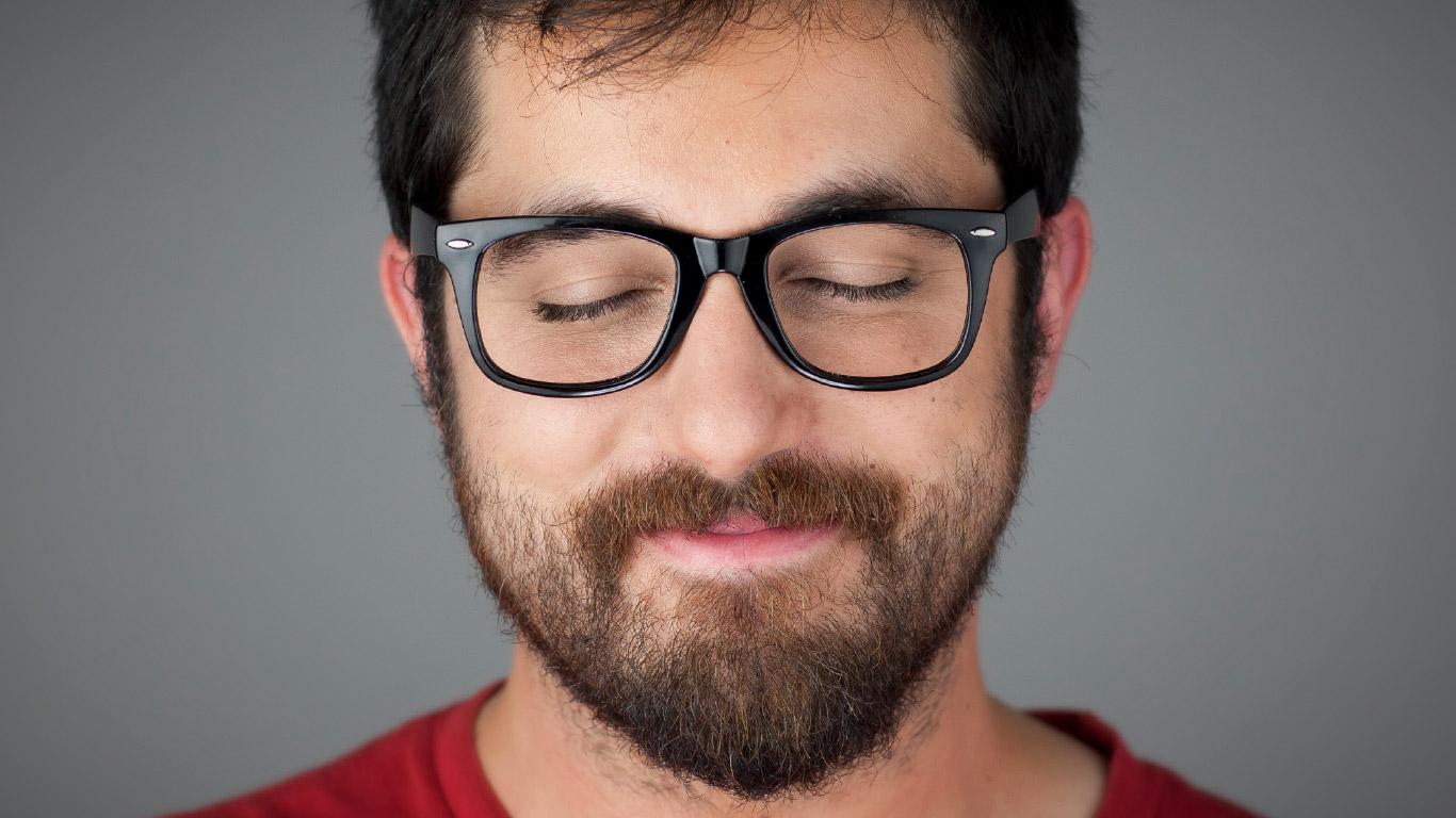Kutxabank Nómina satisfaction Naming Branding Campaña publicitaria cara chico gafas