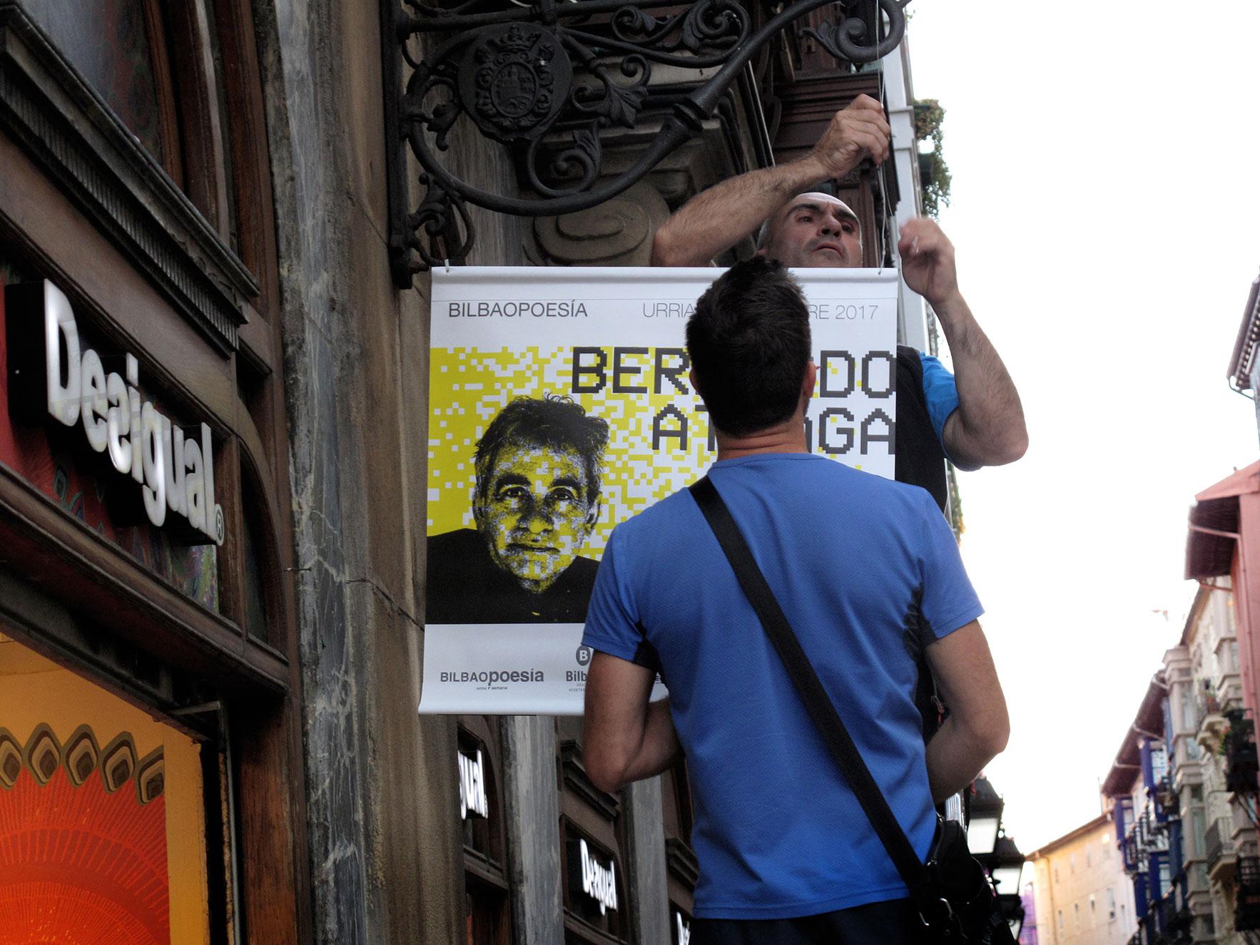 Bilbao poesía colocación carteles calles Bilbao