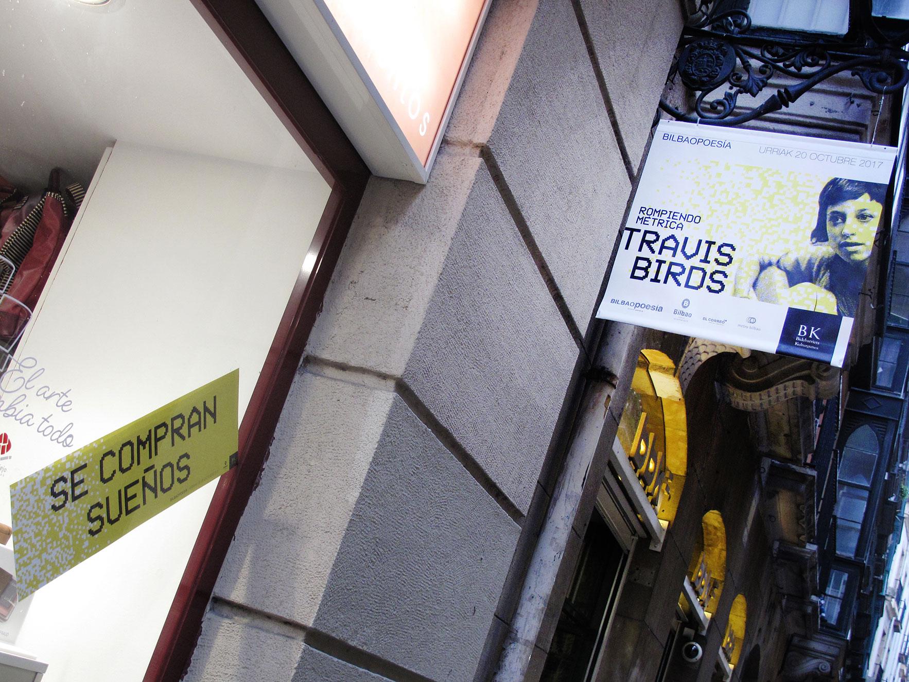 Bilbao poesía escaparate y cartel farola