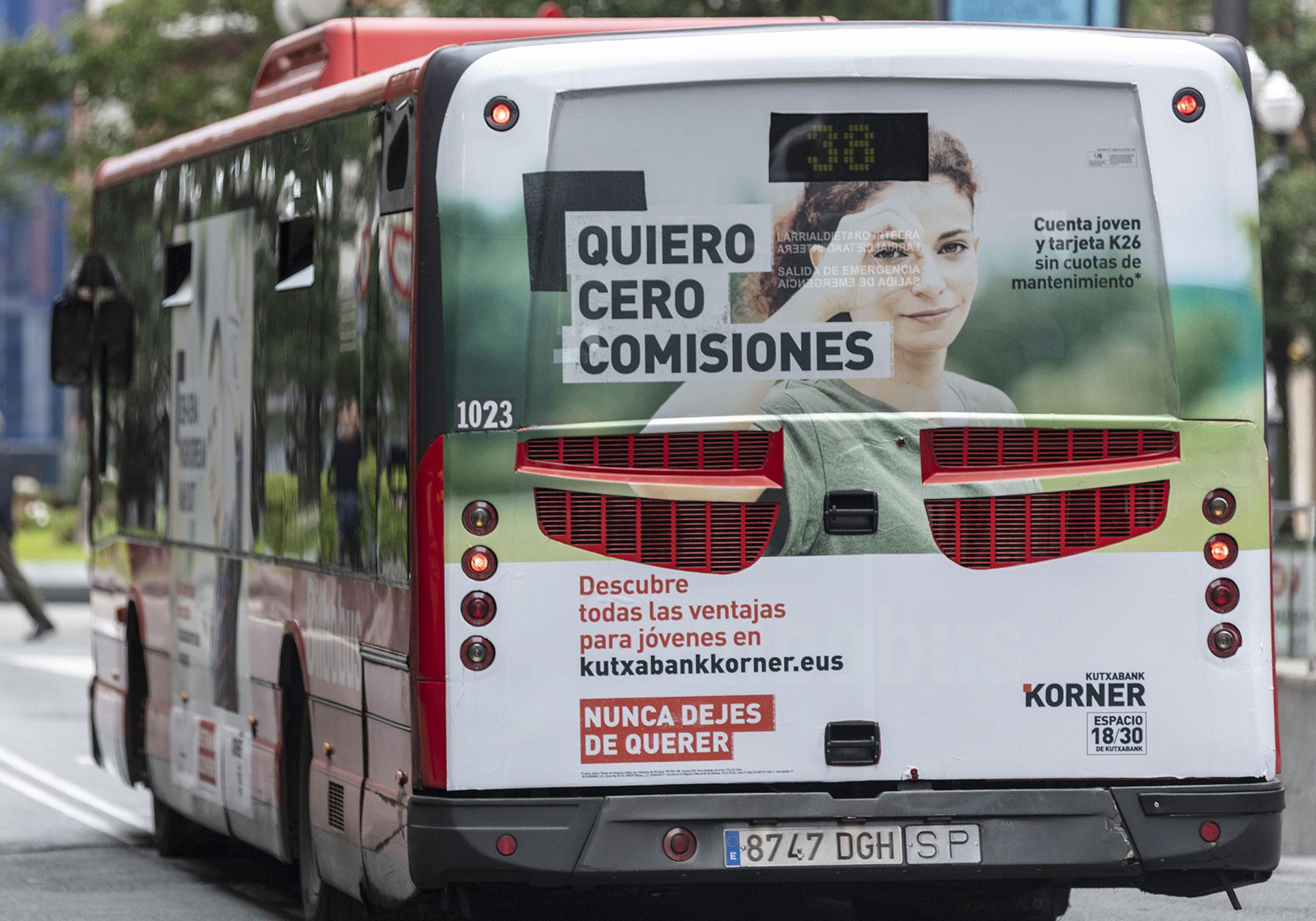 Kutxabank korner Bilbao Bilbobus parte trasera campaña móvil