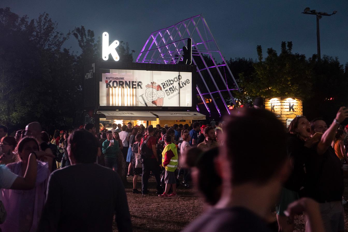 Kutxabank korner Bilbao bbk live noche música stand evento