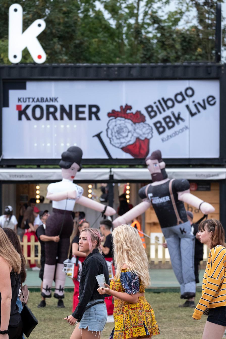 Kutxabank korner Bilbao BBK live evento stand branding